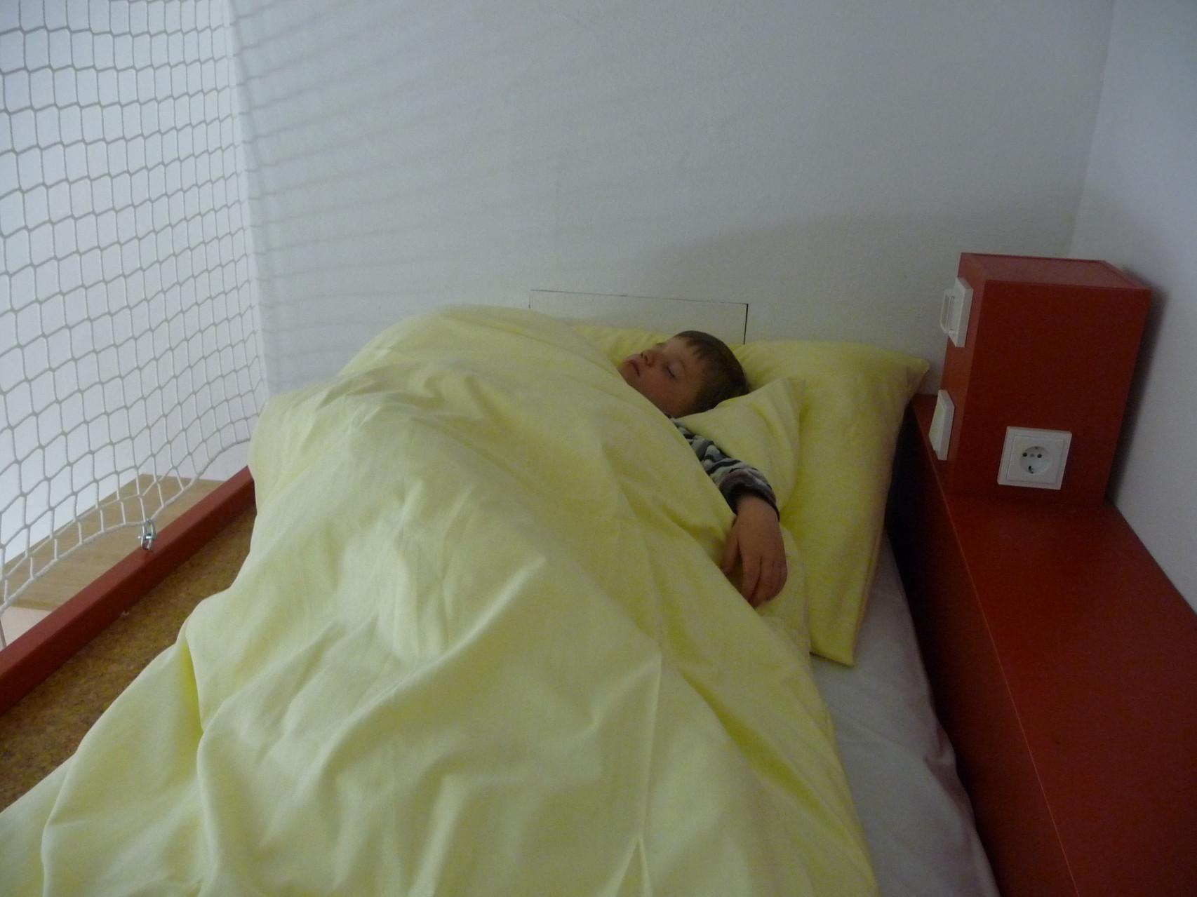 Beat schläft im Hochbett