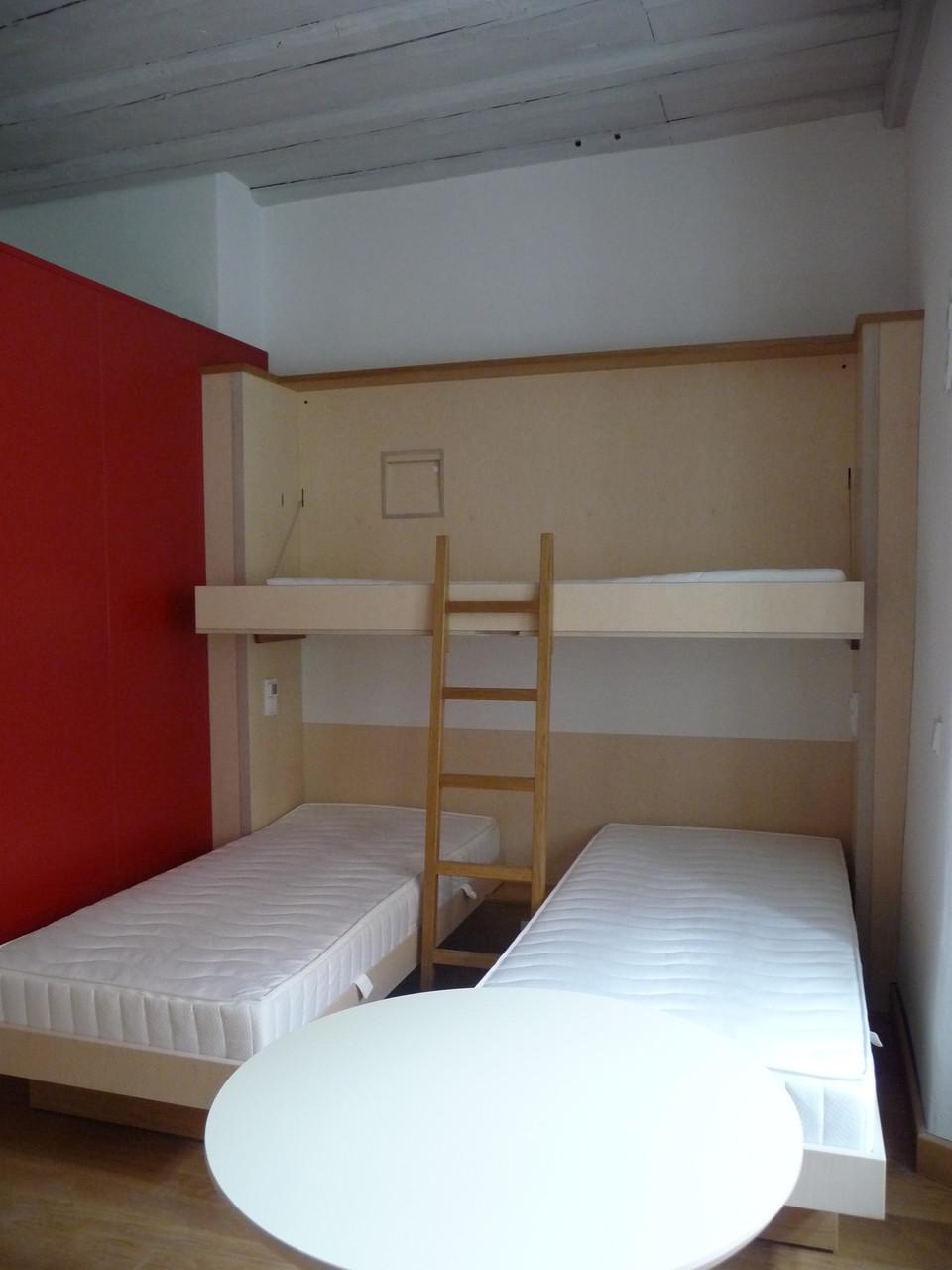 klappbett doppelbett excellent oberflche wei ral mit zum leichten ein ausklappen with klappbett. Black Bedroom Furniture Sets. Home Design Ideas