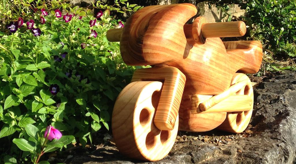 木のバイク