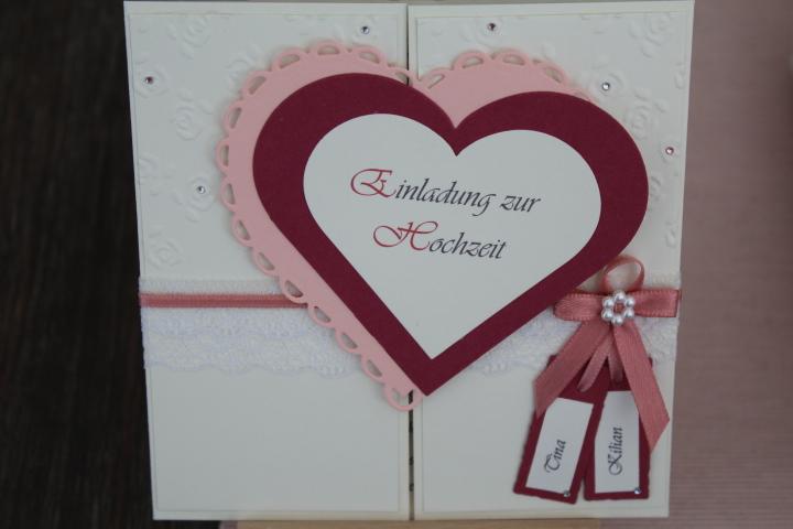 EH 97  Mittig zu öffnen. Gerne arbeiten wir auf die Herzinnenseite ein Bild von  Euch ein. Anhänger mit den Namen des Brautpaares.