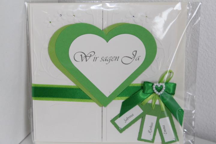 EH 87  Mittig zu öffnen. Gerne arbeiten wir auf die Herzinnenseite ein Bild von  Euch ein. Mit den Namen des Brautpaares.