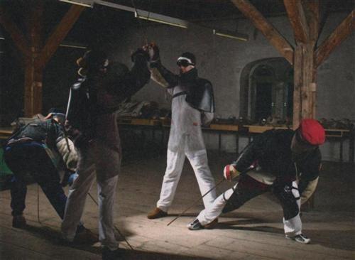 Szene aus dem Übungslokal, dem Fechtboden