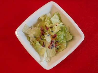 Salat mit Salatblüten von TEA'n'SPICERIA