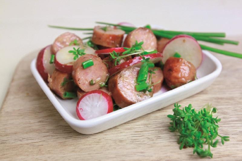 Zu Hause grillen: Bratwurstsalat