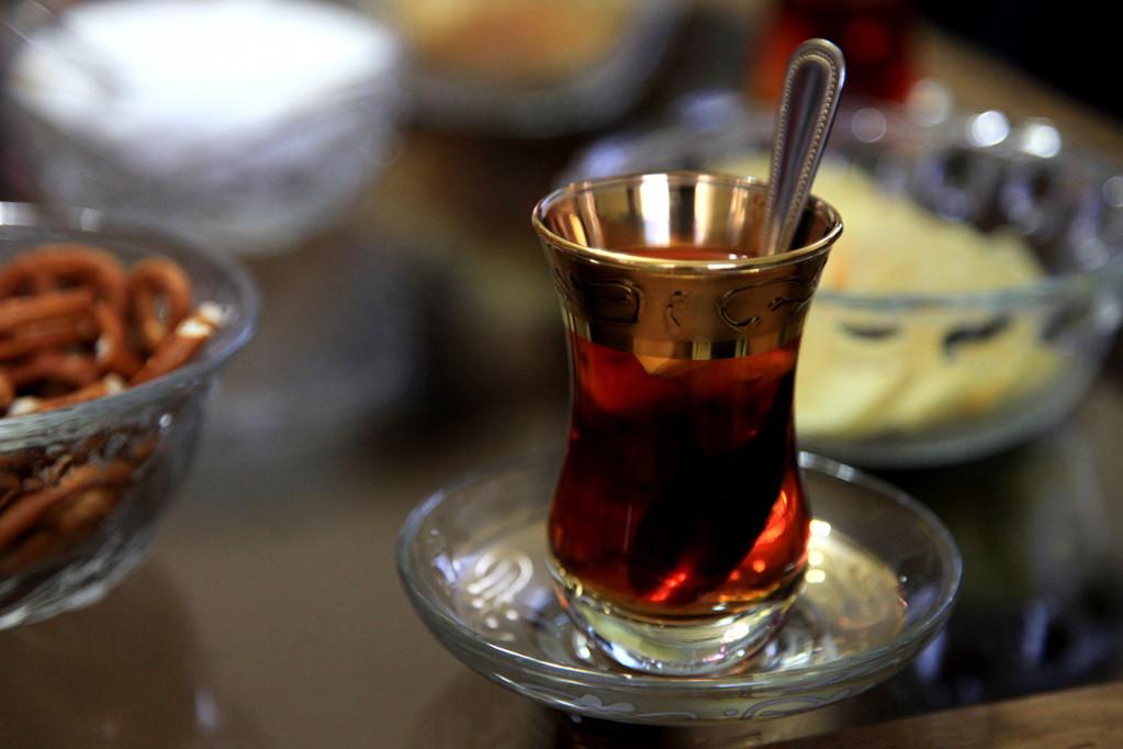 Wir trinken viiiiiel türkischen Tee :-)