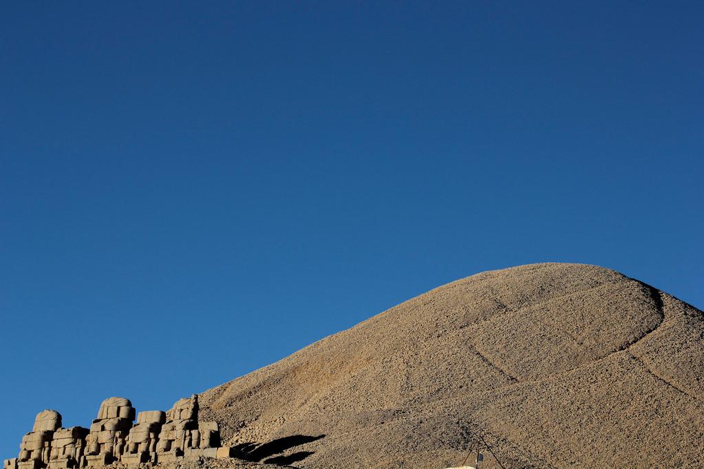 20 Meter hoher Grabhügel auf der Bergspitze...