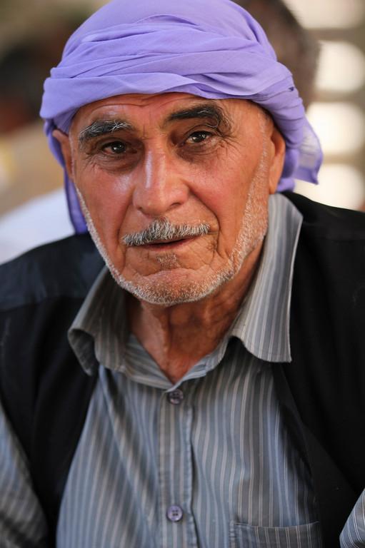 tragen lila Kopftücher