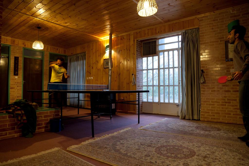Tischtennis in Mehtis Gartenhaus
