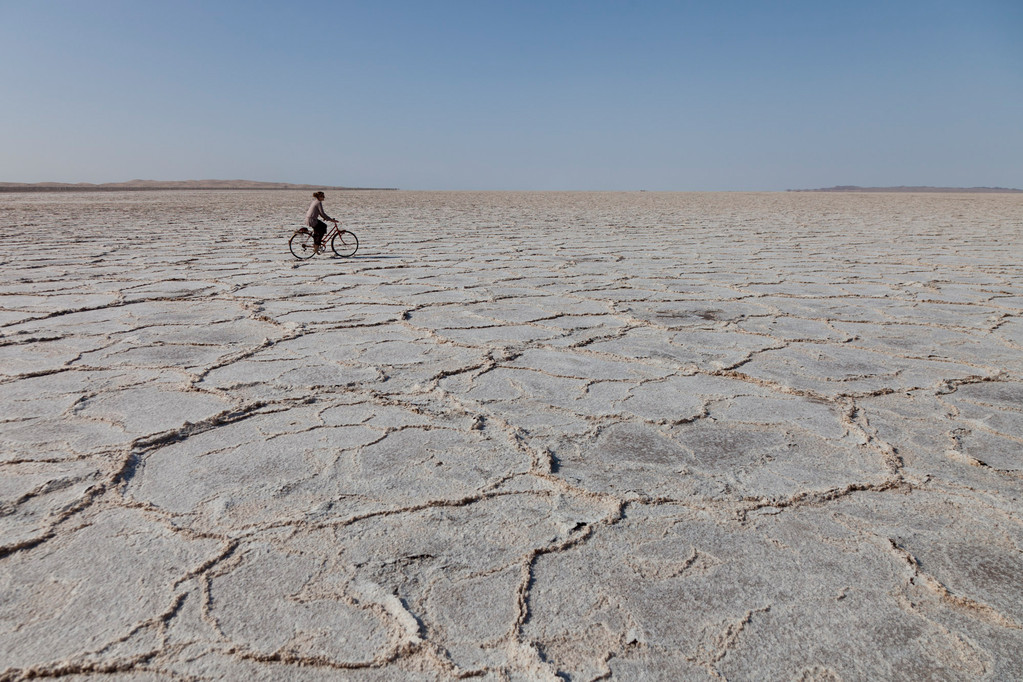 Velotour auf dem Namak Salzsee