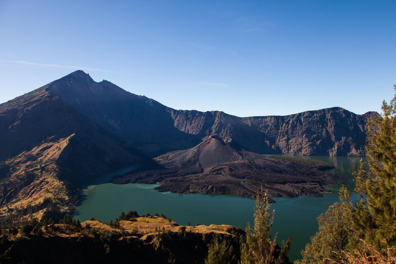 der Abstieg zum Kratersee