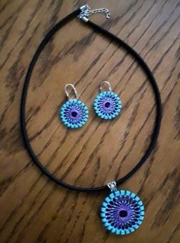Kette türkis, lila, schwarz mit Ohrringen