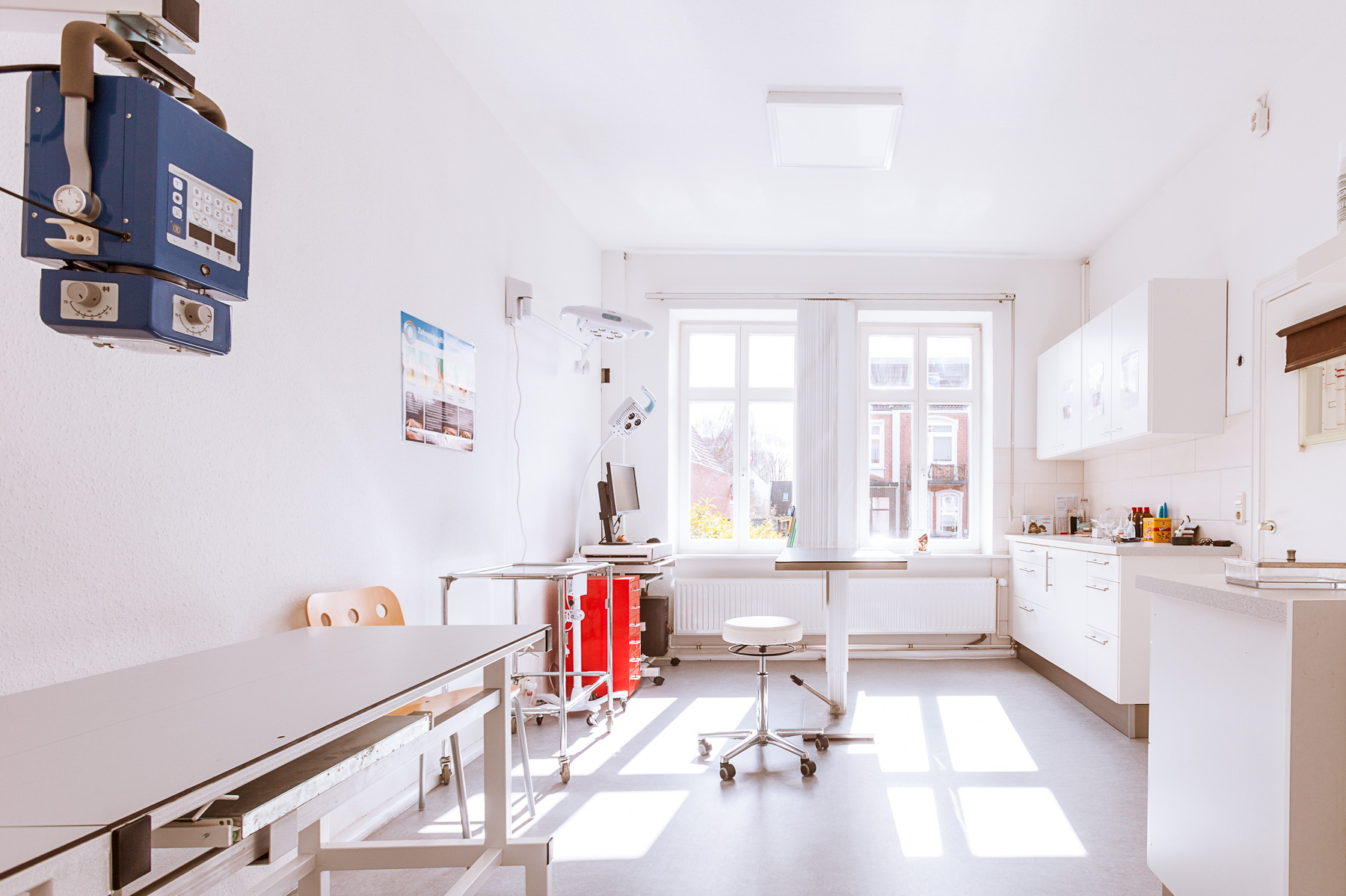 Der Röntgenraum, der auch als Behandlungszimmer benutzt wird