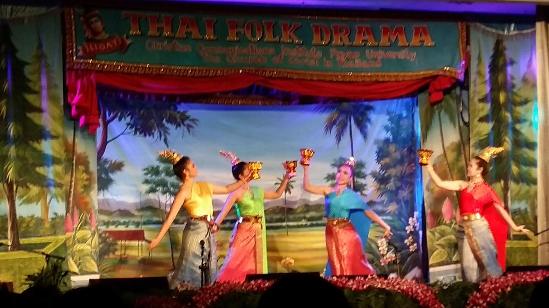 タイの伝統的舞踊劇の一コマ