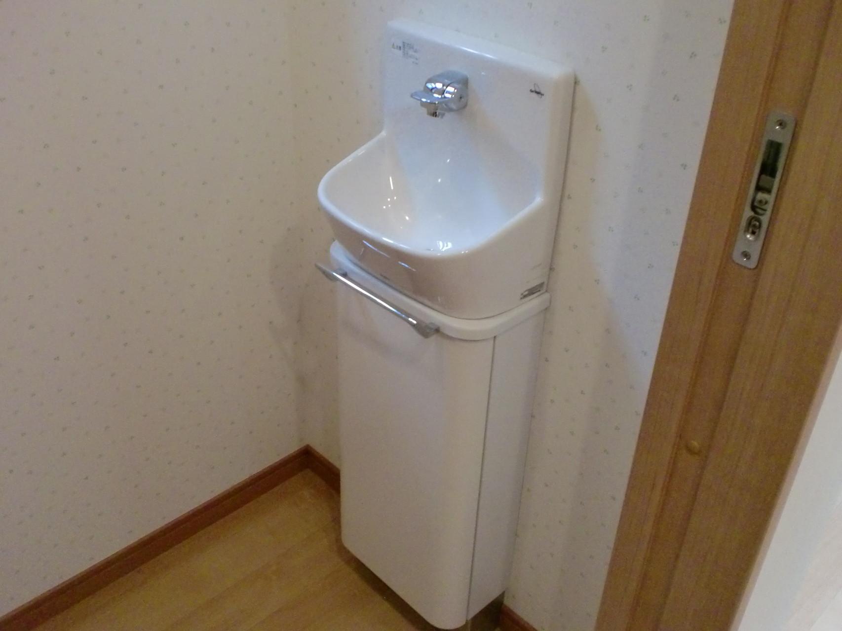 トイレ室 コンパクト手洗い器