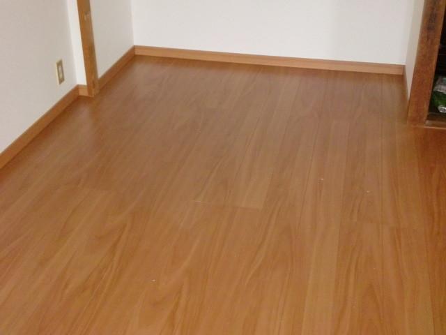 施工後 床フローリング仕上・床巾木 ②