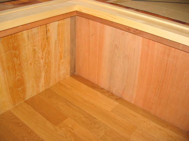 床/壁:床:無垢ナラ床材 壁:下地合板貼