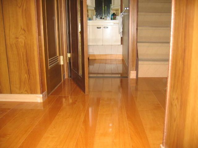 施工後 玄関廊下⇔洗面室 床貼り/建具取替
