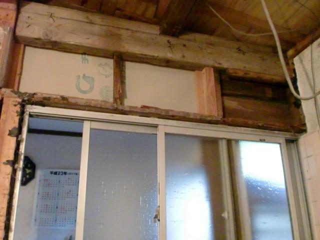 施工中 浴室窓側撤去
