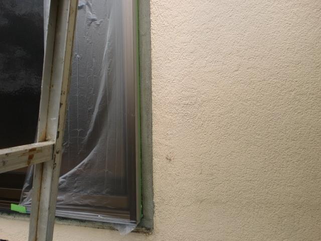 施工中 サッシ周囲モルタル補修