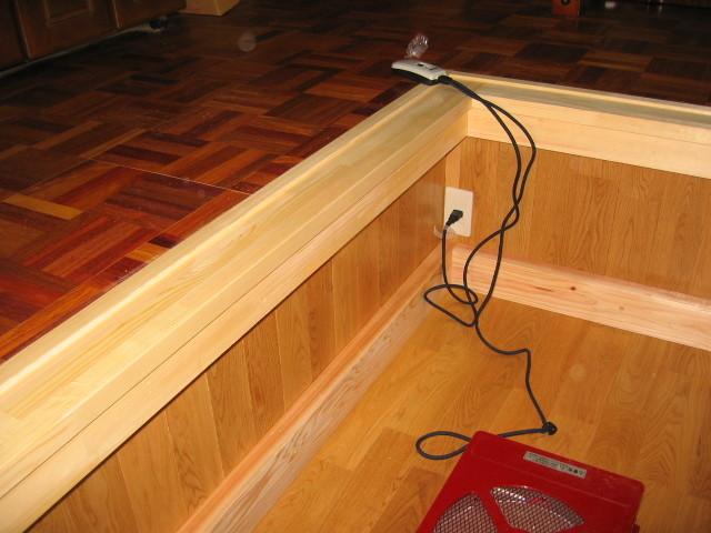 床/壁:無垢ナラ床材 見切り 無垢パイン材