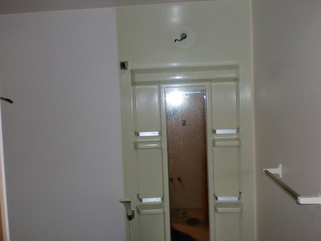 施工前 鏡+収納棚