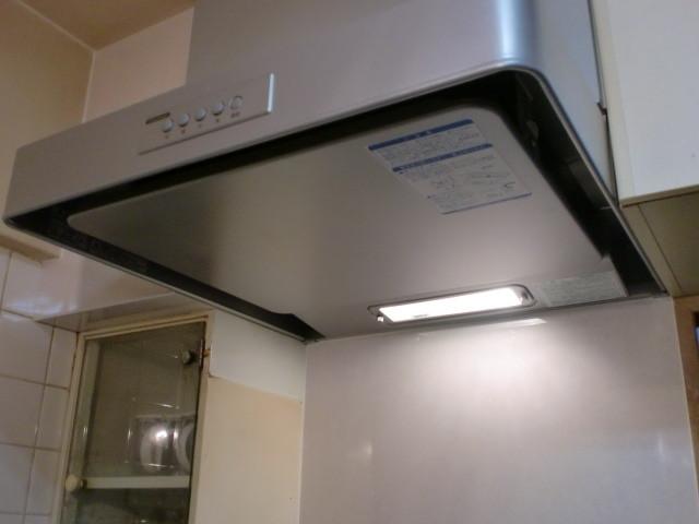 施工後 レンジフード施工 / 一部キッチンパネル貼り