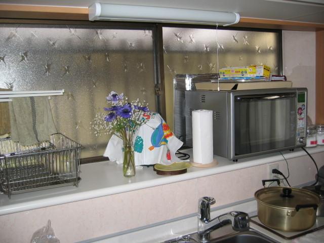 施工後 メラミン化粧板出窓カウンター+周囲キッチンパネル貼り