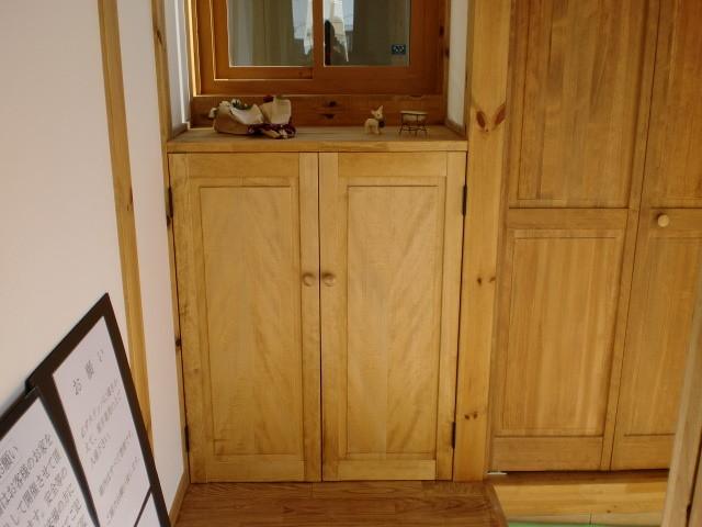 玄関収納 (レッドウッド材)