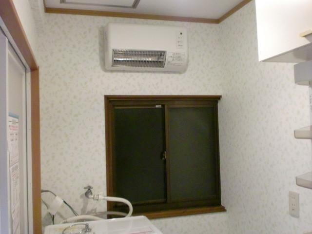 施工後 洗面/脱衣室 内装および浴室暖房換気扇取付