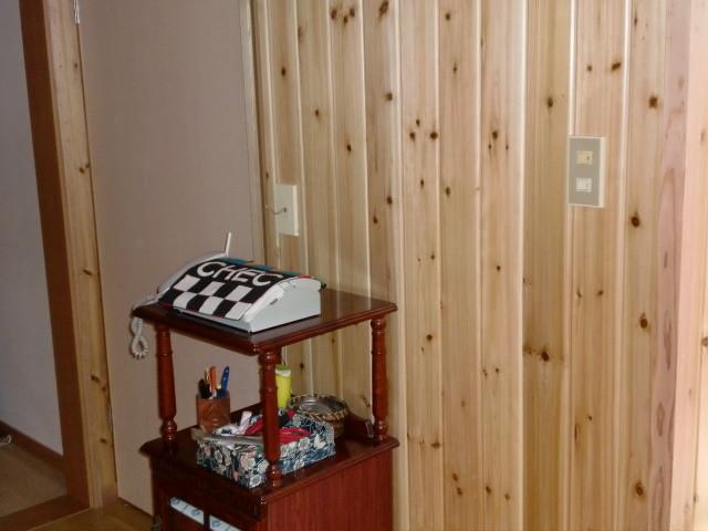 施工後 玄関・廊下 壁 無垢杉板クリア仕上げ (節あり)⑤