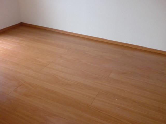 施工後 床フローリング仕上・床巾木 ③