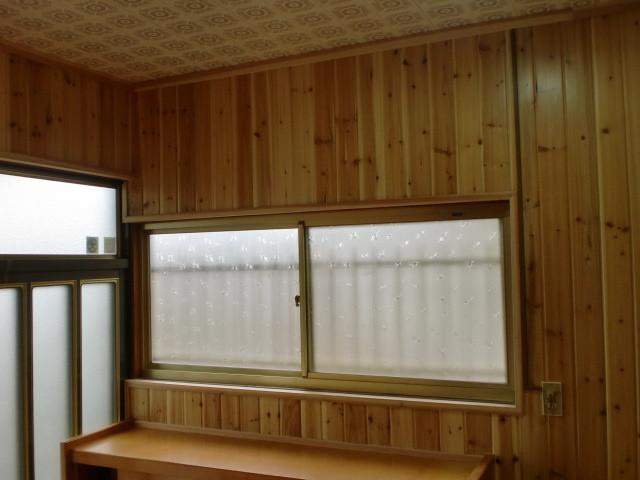 施工後 玄関・廊下 壁 無垢杉板クリア仕上げ (節あり)②