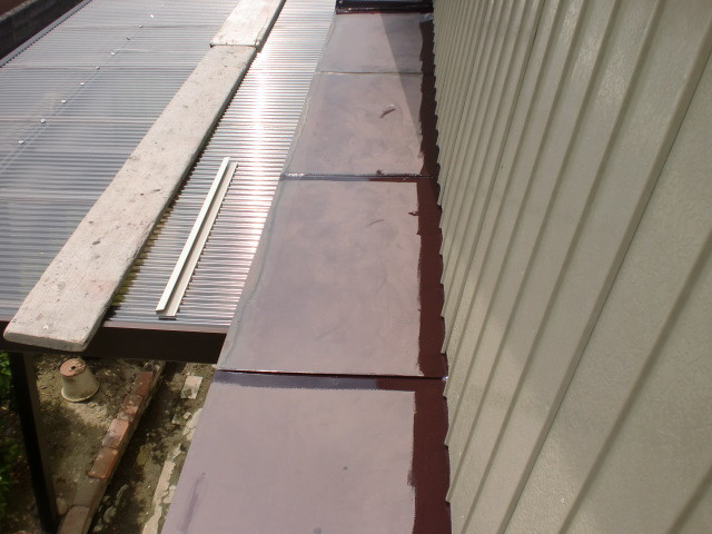 施工中 小庇屋根 ウレタン塗装