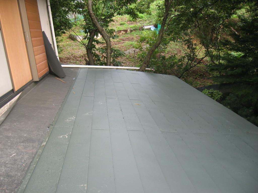 施工中 防水ゴムアスルーフィング+屋根ガルバリュウム鋼板貼り