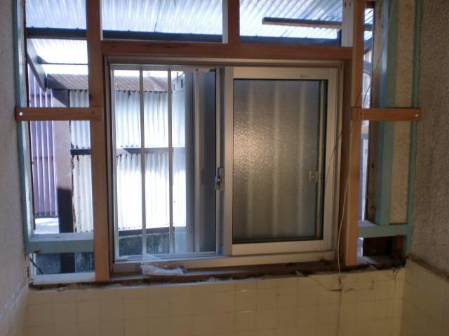 施工中 引き違いサッシ窓取替