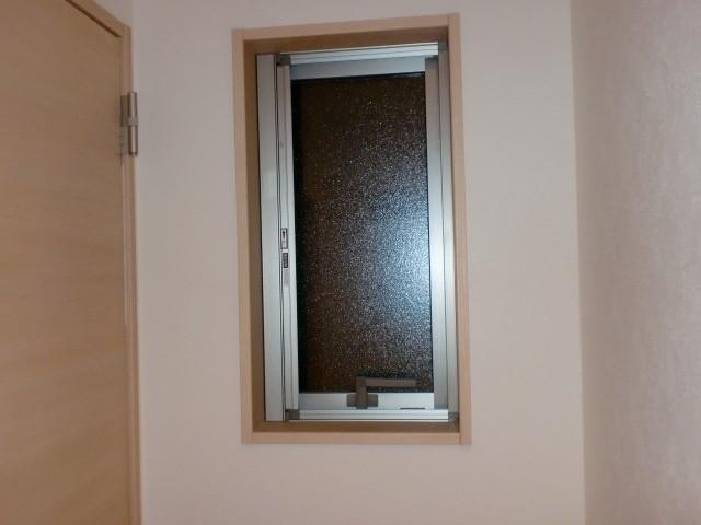 洗面・脱衣室 すべり出し窓