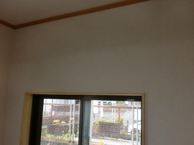 施工後 洋室中連サッシ窓 壁クロス仕上げ