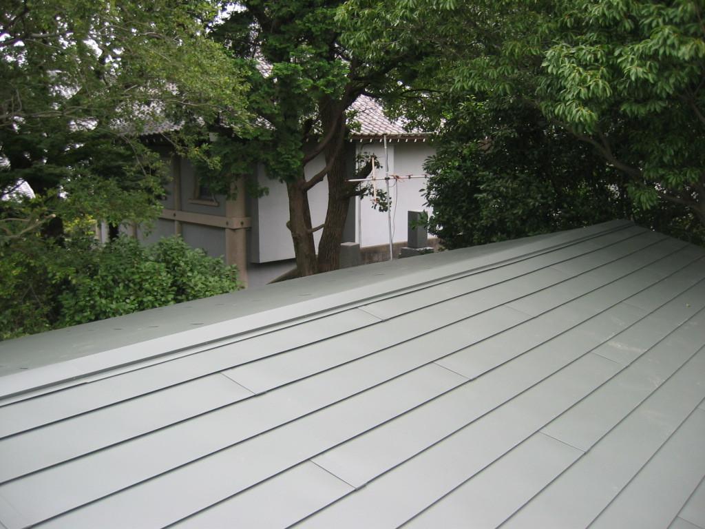 屋根ガルバリュウム鋼板貼り施工 (横葺き)①