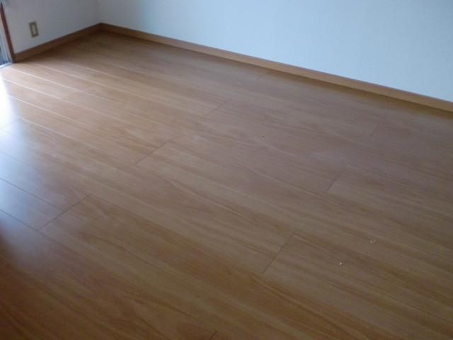 施工後 床フローリング仕上・床巾木
