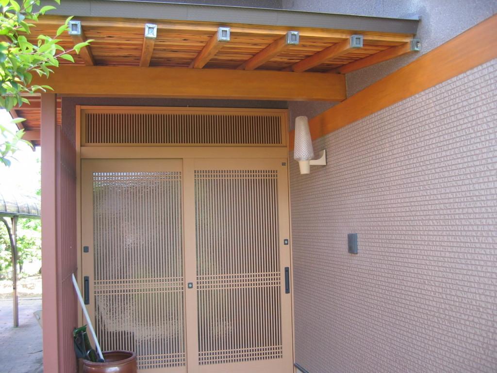 施工後 玄関サッシ取替・屋根鉄板葺替・外装張替
