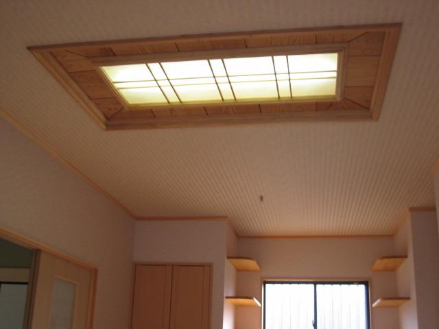 ロビー 照明付格子天井