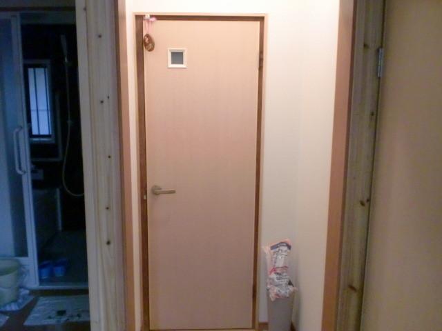 施工後 廊下→トイレ  トイレドア取替