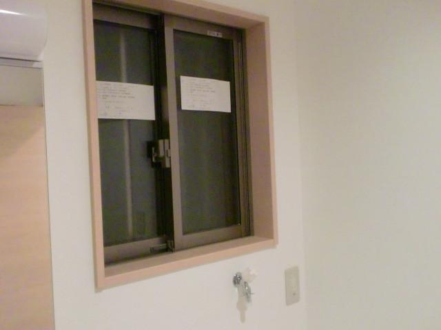 洗面・脱衣室 面格子付引き違い窓 780*770