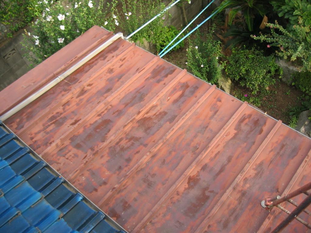 施工前 1階屋根板金葺き 塗替時期が遅れているのでサビが発生 (重傷)