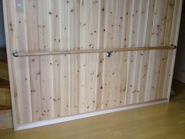 施工後 玄関・廊下 壁 無垢杉板クリア仕上げ (節あり)