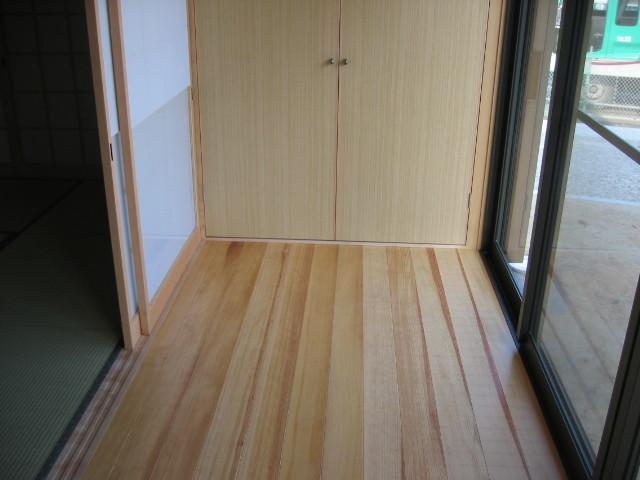 広縁 マツの床材