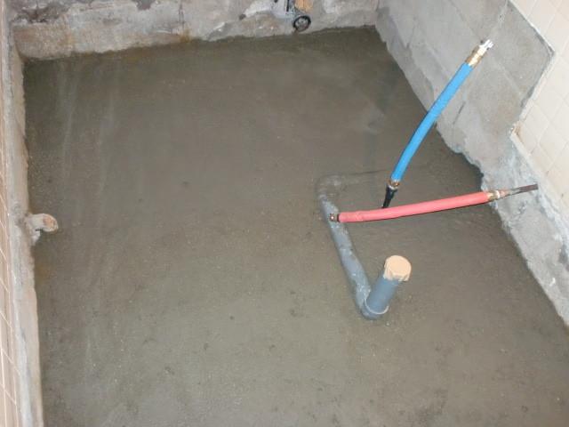 施工中 浴室内撤去後 配管移設 土間コンクリ-ト仕上