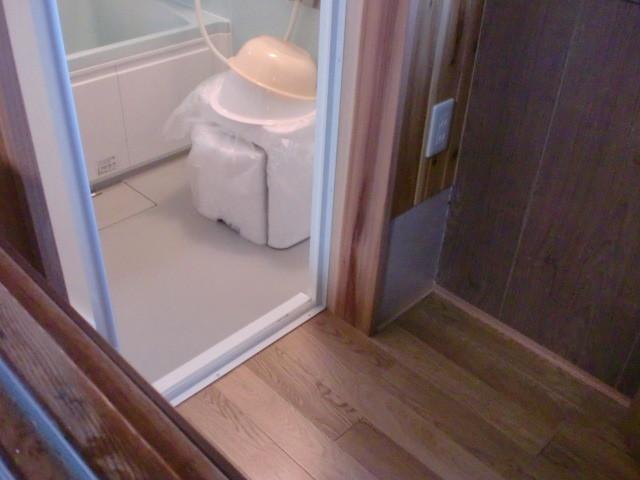 施工後 浴室 ⇒ 廊下
