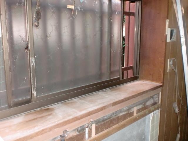 施工前 キッチン窓周囲