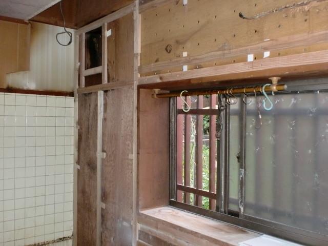 施工前 キッチン窓周囲(既存タイル)
